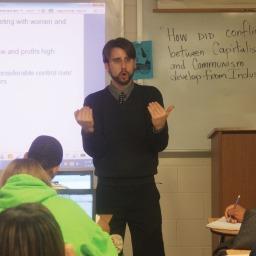 Você não vai acreditar porque um professor de economia reprovou a turma inteira!